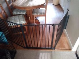 Baby/child gate in black
