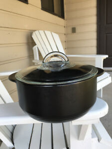 "Pampered Chef ""RockCrok"" Dutch oven pot"