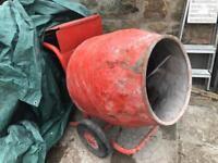 Electric concrete/cement mixer