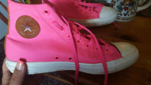 Women's hot pink converse shoes