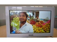 """19"""" panasonic widescreen tv with freeview"""
