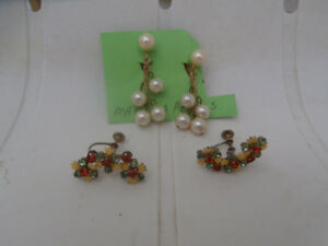 VINTAGE PAIR EARRINGS PEARL RHINESTONES
