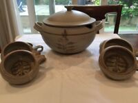 Soup tureen with 6 matching bowls
