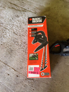"""BLACK AND DECKER ELECTRIC HEDGE TIMMER 14"""""""