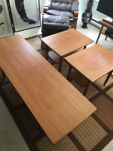 BEAUTIFUL TEAK COFFEE TABLE AND MATCHING END TABLES