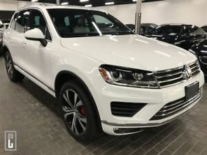 2017 Volkswagen Touareg Wolfsburg Edition, PANO ROOF, ONLY 28KM,