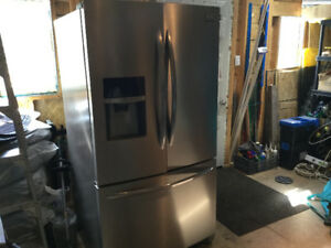 Frigidaire Gallery Stainless Steel French Door Refrigerator (28)