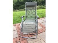 La Fuma relaxing lounger in forest green