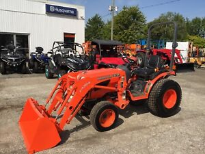 2014 Kubota B2320 HST 4X4 Tractor with Loader