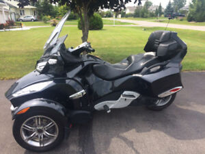 2011 Can Am Spyder RT-S, like new condition