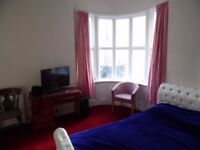 Fully Furnished double en-suite room to rent in central Brighton. No deposit needed!