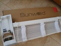 BRAND NEW IN BOX WHITE WOOD 50M SLATS VENETIAN BLINDS WITH TAPE COST £1600 ONLY £25 EACH
