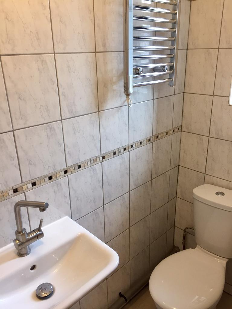 Double room /Bedsit with its own shower/toilet & Kitchenette .free ...
