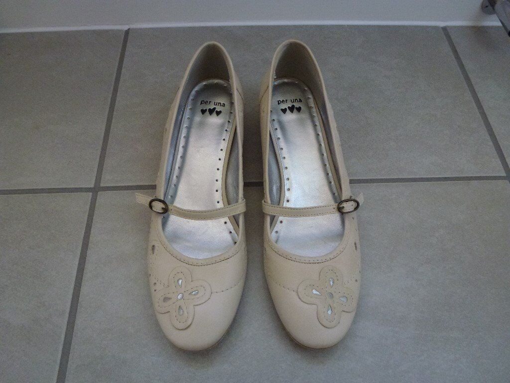 Sandal/Shoein Cambridge, CambridgeshireGumtree - Ladies Shoe/Sandal cream with very low heel Per Una (Marks and Spencers) size 7 1/2 but more like UK 7 New Unworn £10 Also have another 2 pairs of shoe/sandals Size 7 beige pair flat (Geox Respira) TKMax £10 and white flat size 6 but more like UK 7...