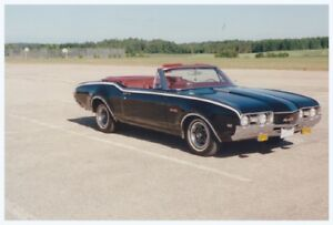 Classic Oldsmobile 442 Convertible