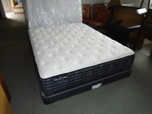 BRAND NEW FLOOR MODEL LUXURY QUEEN KINGSDOWN MATRESS/ BOXSPRING
