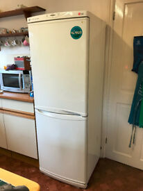 LG frost free free standing fridge freezer in good condition