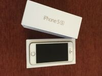 Apple i phone 5s, 32GB, Gold & White, UNLOCKED. In pristine condition.