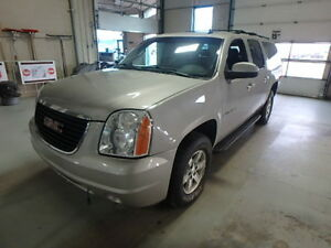 2008 GMC Yukon XL SLT low kilometers!!!