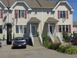 *** Gorgeous Townhouse for sale Les Coteaux ***