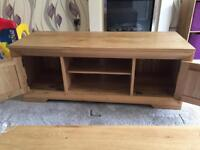 Solid oak tv stand 12 months old showroom condition