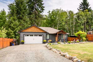 Beautiful Creek-Side Home with Private Tranquil Setting