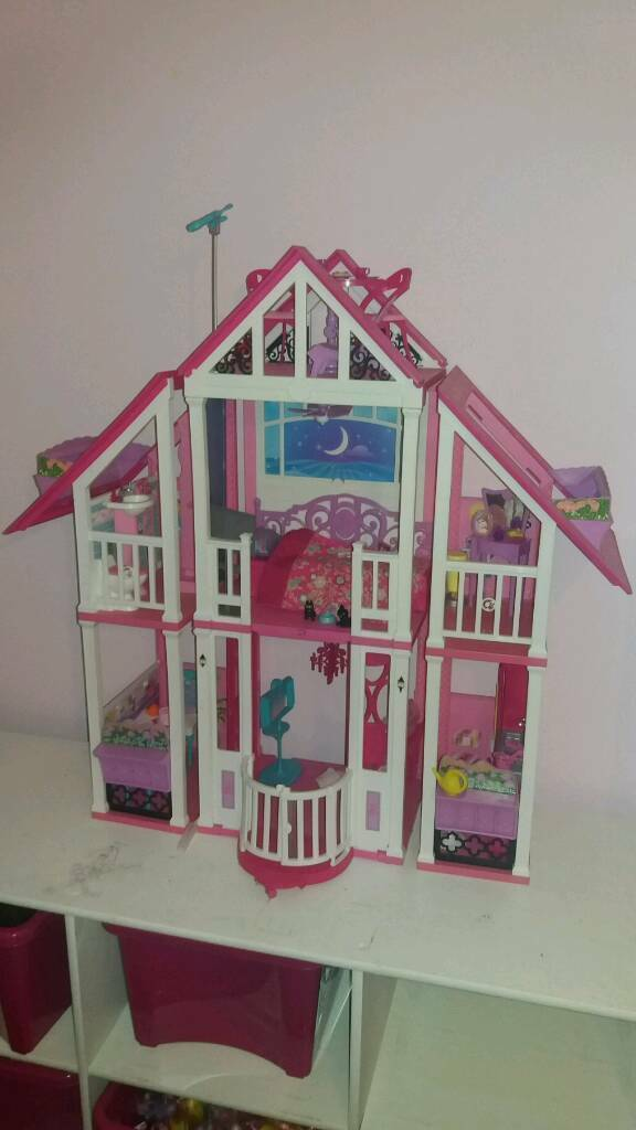 Barbie Malibu Mansion House with lots of furniture and accessories