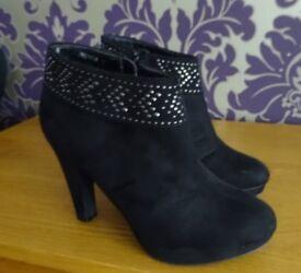 Studded ankle top platform boots - Size 4