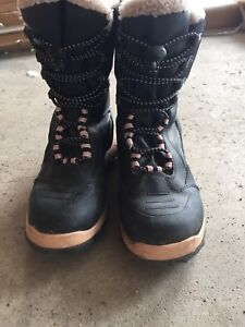 Girls (or ladies) Winter Boots Size 4