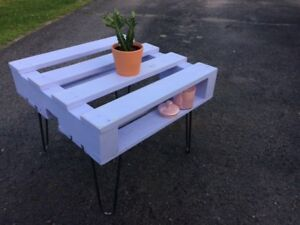 Coffee table / end table with hairpin legs