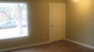 $500 OFF SECURITY! RENOVATED 3BDRM MAIN FLOOR SUITE