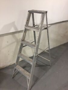 5 ft stepladder
