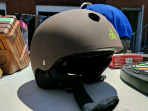 Snowboarding / Skiing / Skateboard Helmet - with speakers!