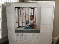 2 x white Mamas and Papas wide stair gates like new plus original boxes
