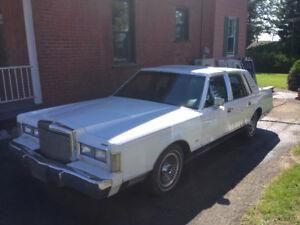 1988 Lincoln Town Car 126 000 km Très propre