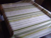 "BRAND NEW ""JUST WIPE"" GREEN WHITE XMAS FESTIVE TABLE CLOTH PVC 140 x 135"