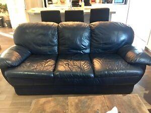 Sofa en cuir véritable à vendre 225.00$