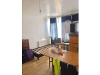 BED IN TRIPLE ROOM FOR MAN AVAILABLE IN ROEHAMPTON ALL BILLS INC/70£PW