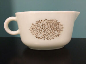 Pyrex Gravy Boat - woodland brown