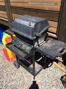 Broil King Barbeque with propane tank