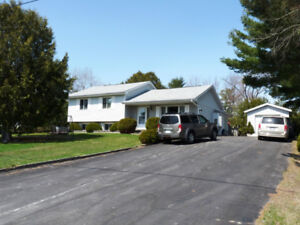GREAT FAMILY HOME! OR  READY TO ENTERTAIN!  PEACEFUL & PRIVATE