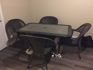 Table de patio en rotin condition A1,4 places