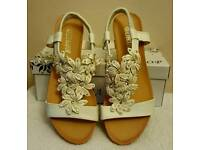 white flower stretchy strap wedge sandals