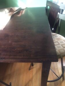 Wooden table with 2 bar stools