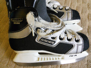 Bauer Supreme 2090 Hockey Skates Youth Size 13 EE Like new