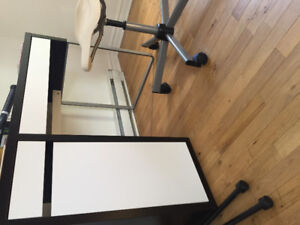 Bureau d'ordinateur IKEA + chaise