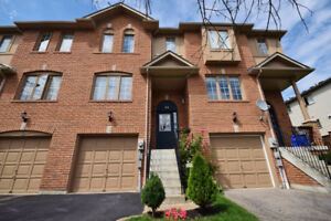 Condo Townhouse in Prime Whitby Location