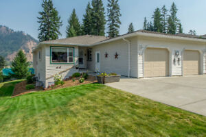 #54 2675 Pine Avenue, Lumby retirement living at its best!