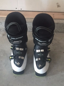 Ski Boots ~ Youth Larger Size (24.5)