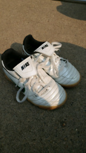 Kids indoor soccer shoes size 11